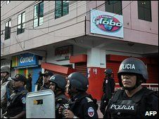Forces surround the Radio Globo radio station