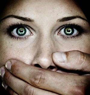 mujer silencio