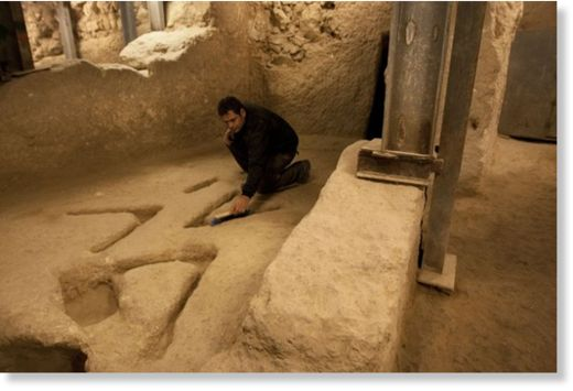 Arqueólogos descubren misteriosas marcas en V en una excavación de Jerusalén Marcas_V_excavaci_n_de_Jerusal