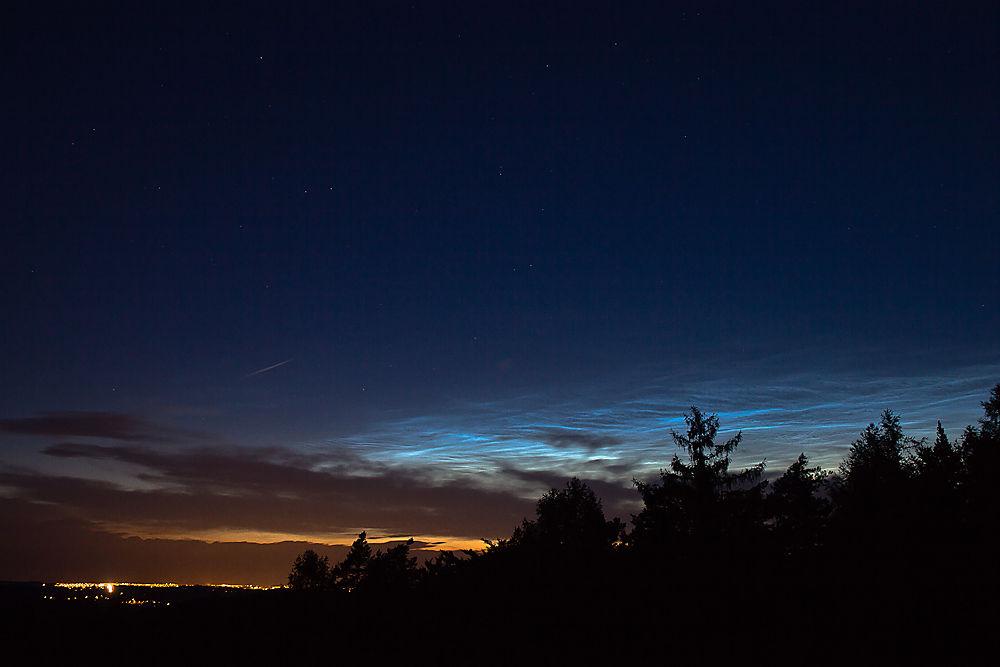 Nubes noctilucentes Petr_HorAilek_small_2012_07_11