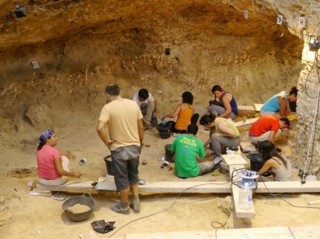 Hallan hogueras dormitorio neandertales de hace for Dormitorio anos 60