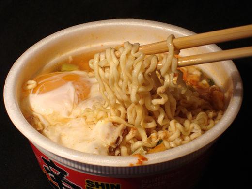 12 noodles - Descubra lo que sucede en su estómago cuando come sopa instantánea