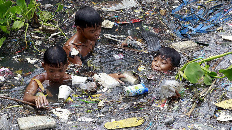 Poor People Toys : Fotos impactantes niños filipinos hurgan en ríos de