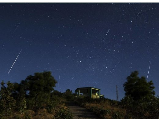 A view of the Geminid meteor shower Asim Patel/Wikimedia