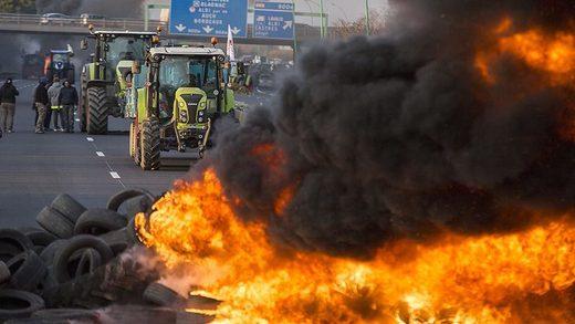 El invierno del descontento en Francia: Protestas, cielo oscuro sin fin y nuevas leyes dementes