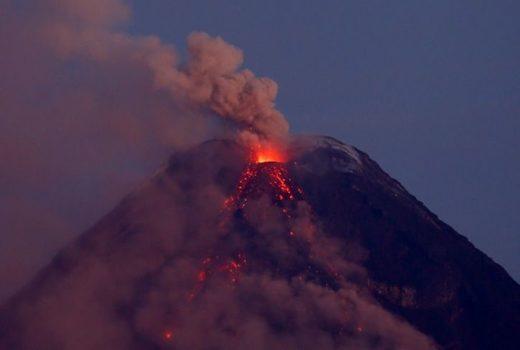 Volcán Mayon en Filipinas. Foto: AFP