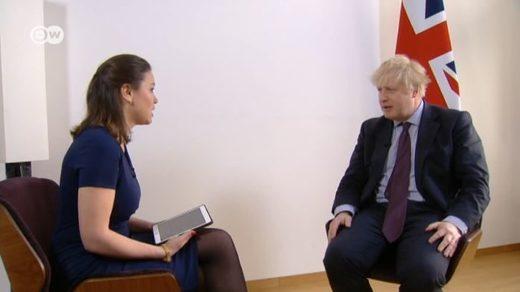 Zhanna Nemtsova entrevistando a Boris Johnson para DW.