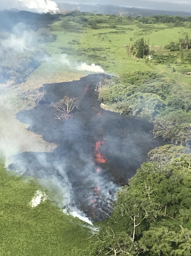 El peligroso volcán Kilauea ha abierto ya 17 fisuras en la isla de ...