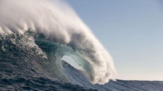En la imagen, una ola fotografiada en Hawai en 2017.