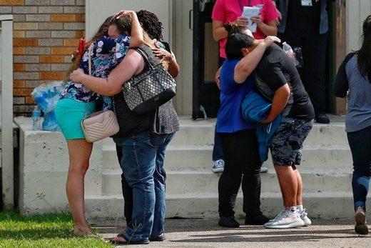 Hay entre 8 y 10 víctimas fatales, pero no dan detalles del número de heridos. (AP)