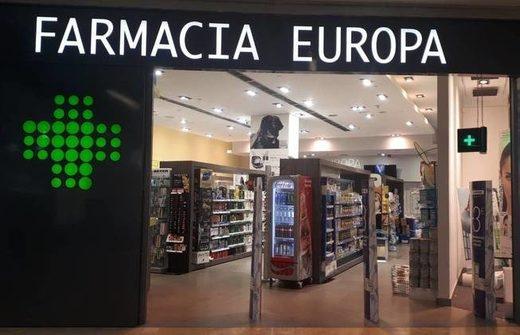 Algunas farmacias como esta, en Pozuelo de Alarcón, tienen incluso neveras con Coca-Cola Zero en su interior.
