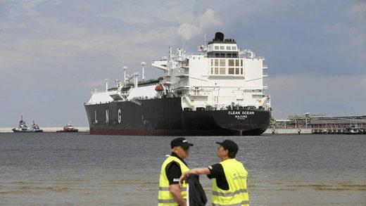 El petrolero para el gas natural licuado 'Clean Ocean' en el puerto de Swinoujscie, Polonia, el 8 de junio de 2017.