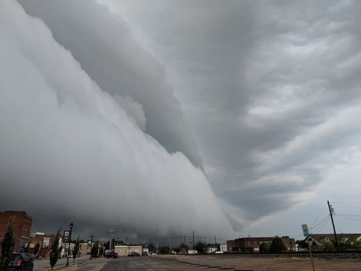 Apocalyptic shelf cloud engulfed Anna, Illinois