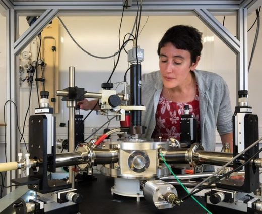 Julie Grollier, una de las artífices de esta investigación, en su laboratorio.