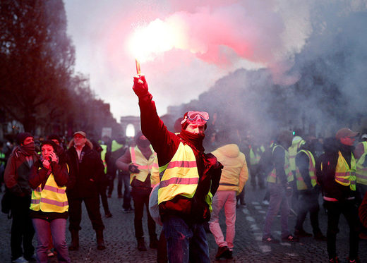 gilets jaunes Paris protest