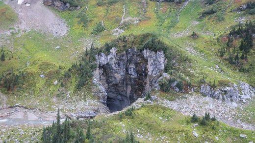 cueva en el parque de Wells Gray,Canadá
