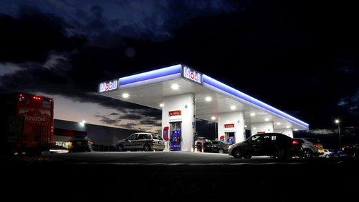 estación gasolina Mobil petrol station