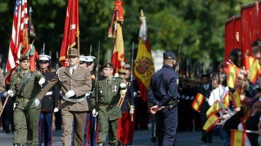 Las fuerzas estadounidenses participan en una marcha militar en Madrid, la capital de España.