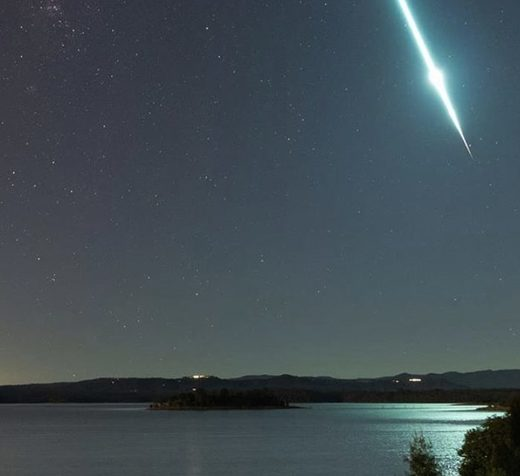 Meteor streaking over Brisbane