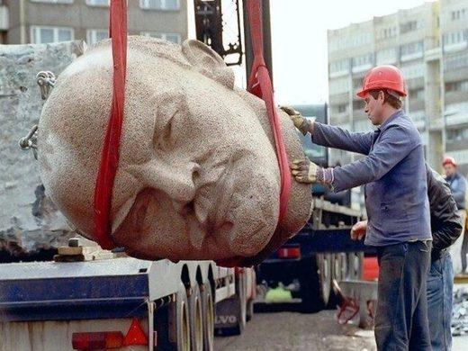 Suprimiendo la historia: Ucrania prohibió el comunismo y elimina todo registro de la ideología en el país