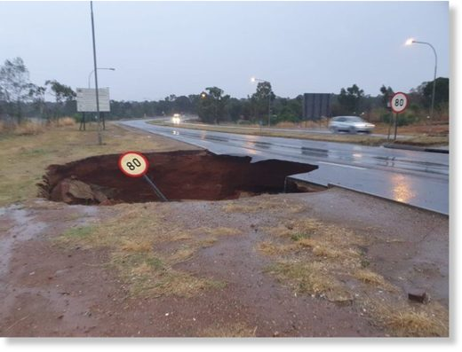 A sinkhole has developed on Snake Road in Benoni in Ekurhuleni.