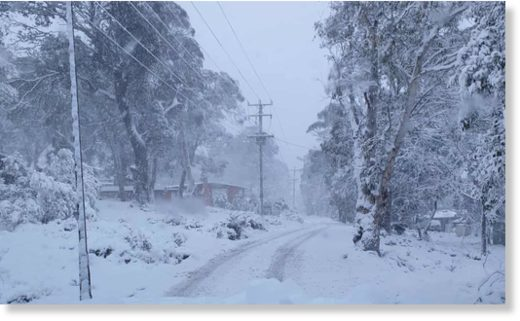 A cold front has brought snow to Tasmania's central highlands just a week after bushfires threatened shacks in the area.