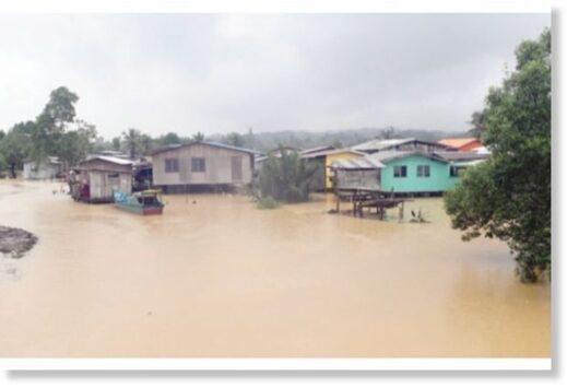 The Korina village was flooded due to heavy rainfall for the past two days. All roads heading into the village's area was also heavily flooded making it difficult for vehicles to pass through.